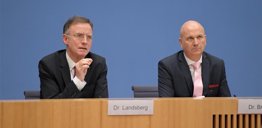 © Jens Jeske; Foto: Dr. Gerd Landsberg, Hauptgeschäftsführer des DStGB und Dr. Uwe Brandl, neuer Präsident des DStGB